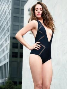 Alison Brie sexy sideboob