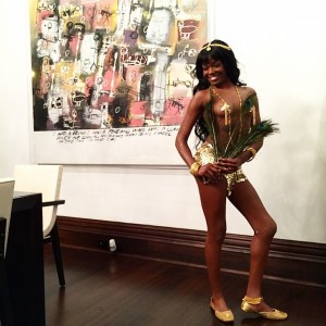 Azealia Banks sexy boobs
