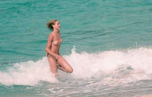 Cameron Diaz beach nipple pic