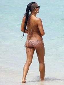 Cassie Ventura bikini paparazzi