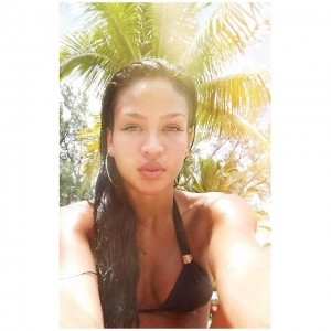Cassie Ventura selfie