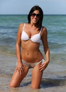 Claudia Romani cameltoe bikini