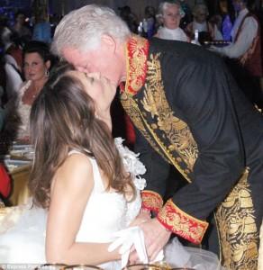 Elizabeth Hurley kiss klinton