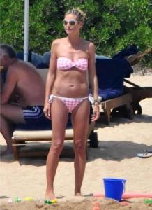 Heidi Klum and Family Enjoy a Beach Day in Sardinia