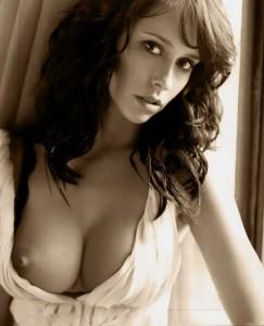 Jennifer Love Hewitt nude breast