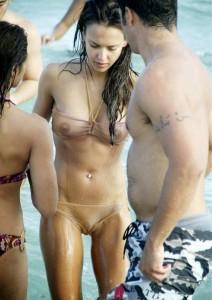 Jessica Alba leaked paparazzi pics wet shirt
