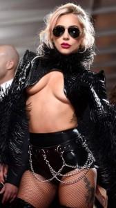 Lady Gaga sideboob