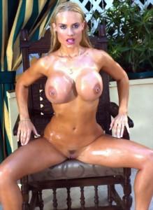 Nicole Coco Austin fully naked