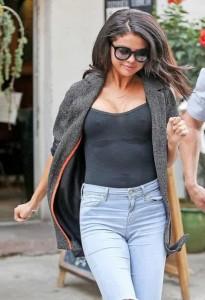Selena Gomez wet tshirt