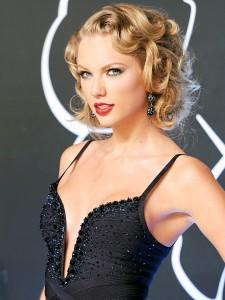 Taylor Swift hot black dress