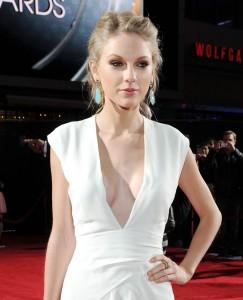 Taylor Swift nip slip