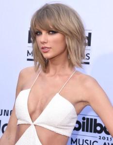 Taylor Swift sexy boobs