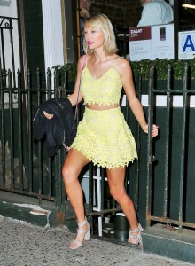 taylor-swift-hot-yellow-dress
