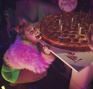 Miley Cyrus drunk at night club