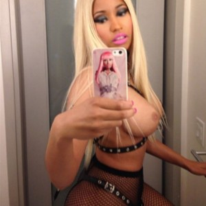 Nicki Minaj topless selfie