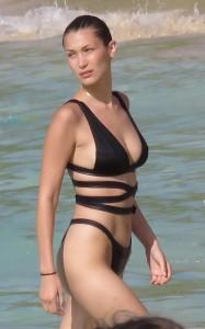 Bella Hadid nipple slip paparazzi