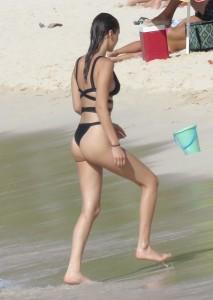 Bella Hadid paparazzi bikini