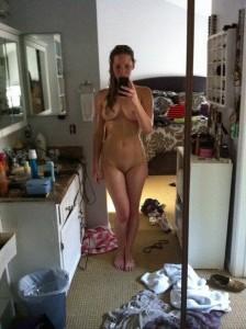 Jennifer Lawrence naked after bath leaked