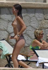 Anna Friel fully topless paparazzi
