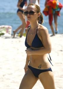 Christina Ricci spy beach