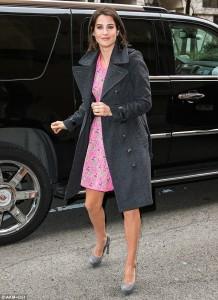 Cobie Smulders paparazzi on street