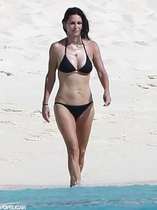 Courteney Cox beach sexy