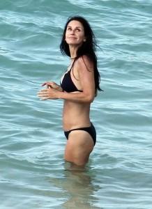 Courteney Cox beach voyeur