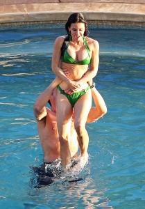Courteney Cox sexy bikini paparazzi