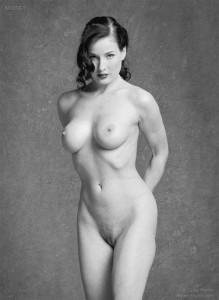 Dita Von Teese bw nakd
