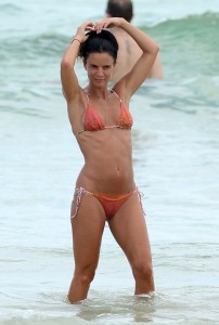 Gabrielle Anwar Sexy bikini paparazzi pic