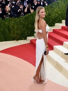 Margot Robbie in white sexy dress