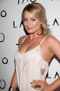 Margot Robbie sexy bra