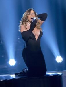 Mariah Carey boobs on scene