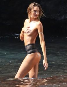Candice Swanepoel nude paparazzi