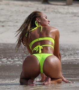 Candice Swanepoel paparazzi butt