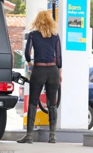Iggy Azalea petrol station paparazzi