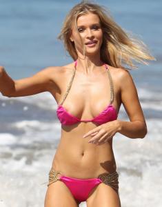 Joanna Krupa nipple slip paparazzi