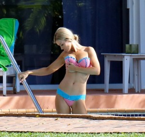 Joanna Krupa paparazzi bikini