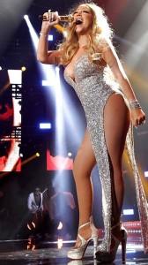 mariah-carey-sexy-legs-stage