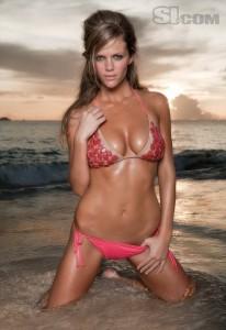 brooklyn-decker-big-cleavage-bikini