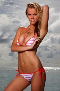 brooklyn-decker-cute-in-bikini