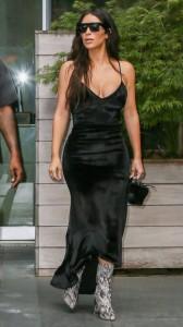 kim-kardashian-sexy-black-dress