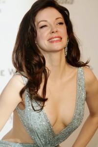 rose-mcgowan-cleavage-sideboob