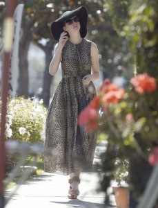Anne Hathaway out shopping 2