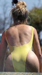 Khloe Kardashian ass in swimsuit