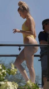 Khloe Kardashian yellow swimsuit