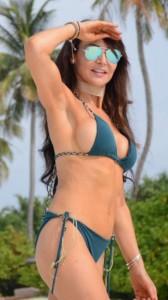 Lizzie Cundy sexy bikini