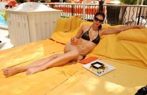 Sexy Adrianne Curry in Bikini Photo