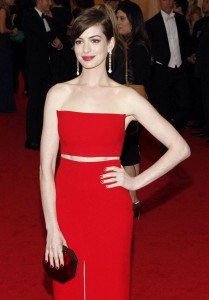 Sexy Anne Hathaway in red dress photo