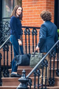 anne-hathaway-on-the-set-of-the-intern-in-new-york-city-september-2014_5 2